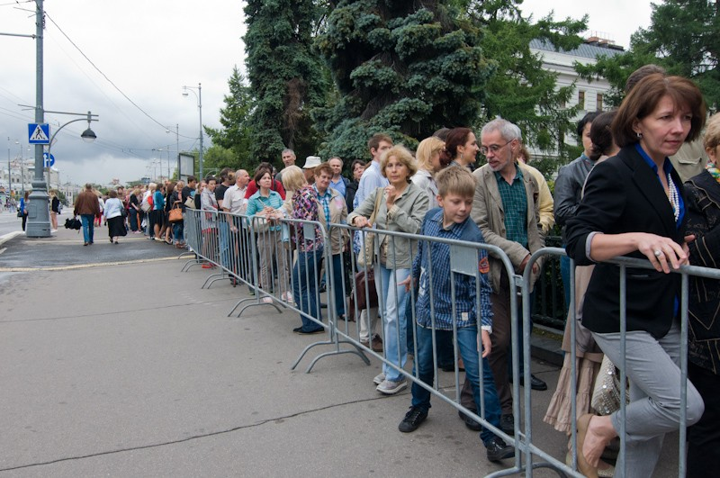 Line to the exhibition of pre-Raphaelites and Titian in The Pushkin State Museum